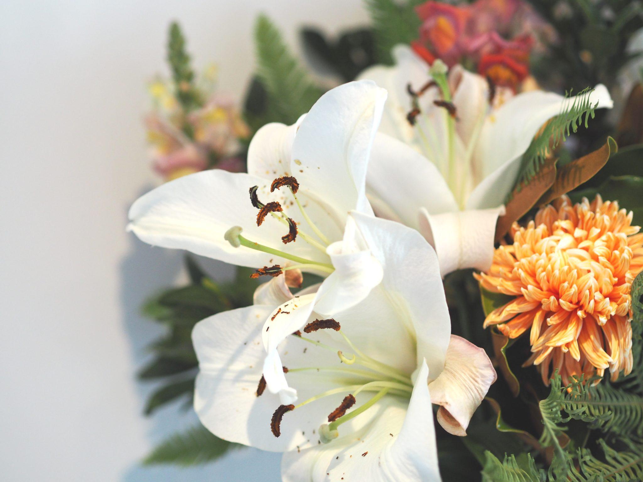 apartment decor hacks fresh flowers always 1