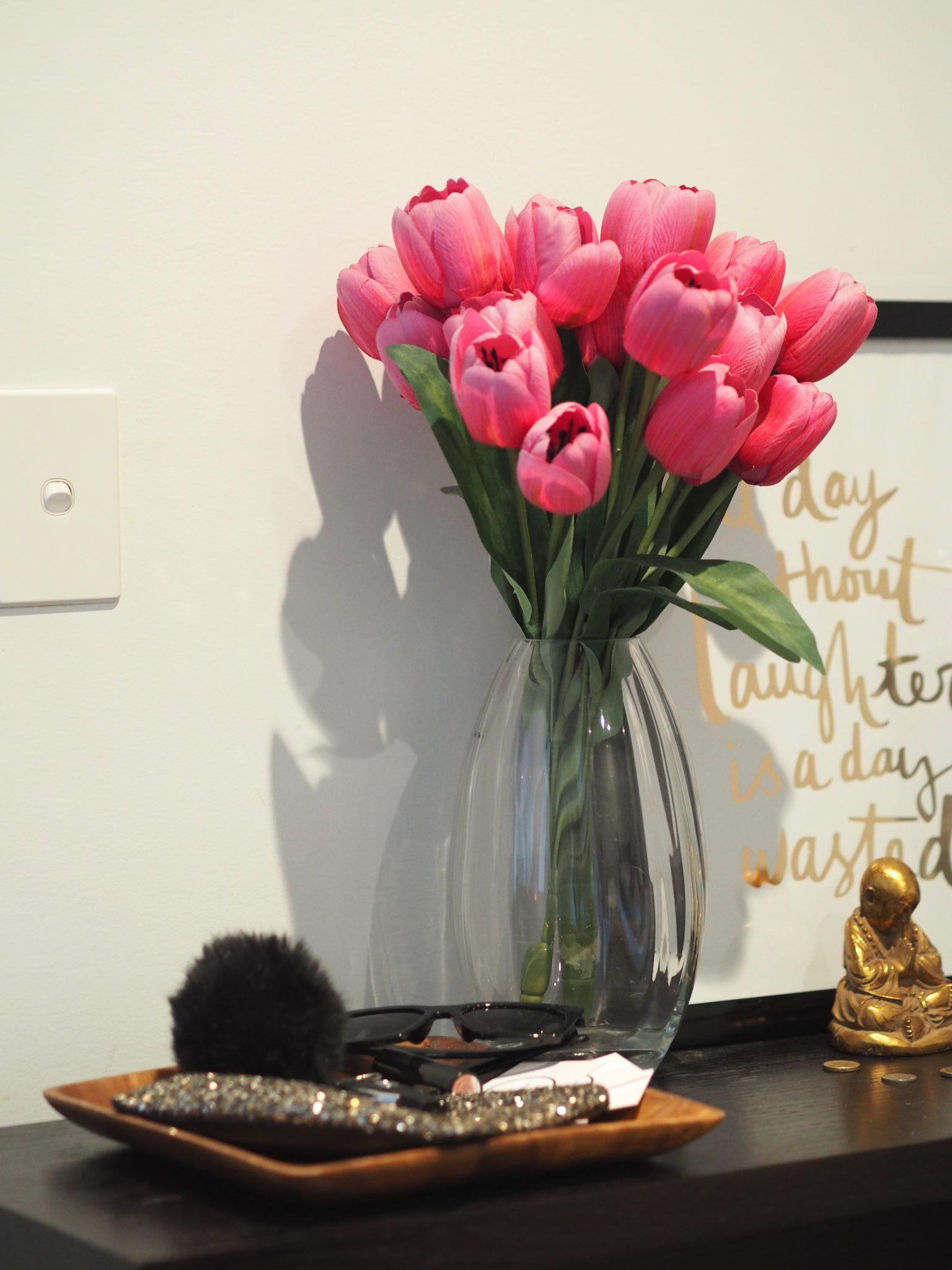 apartment decor hacks flowers