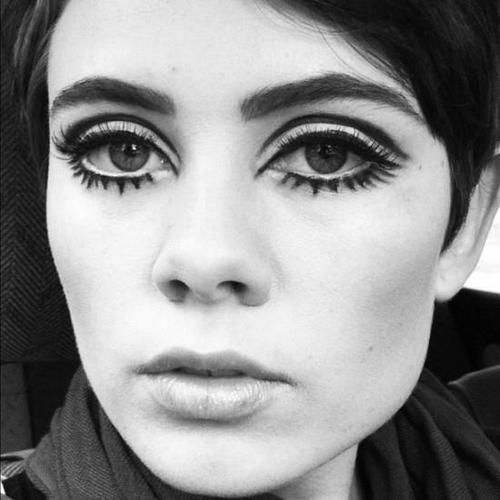 twiggy makeup style 60s