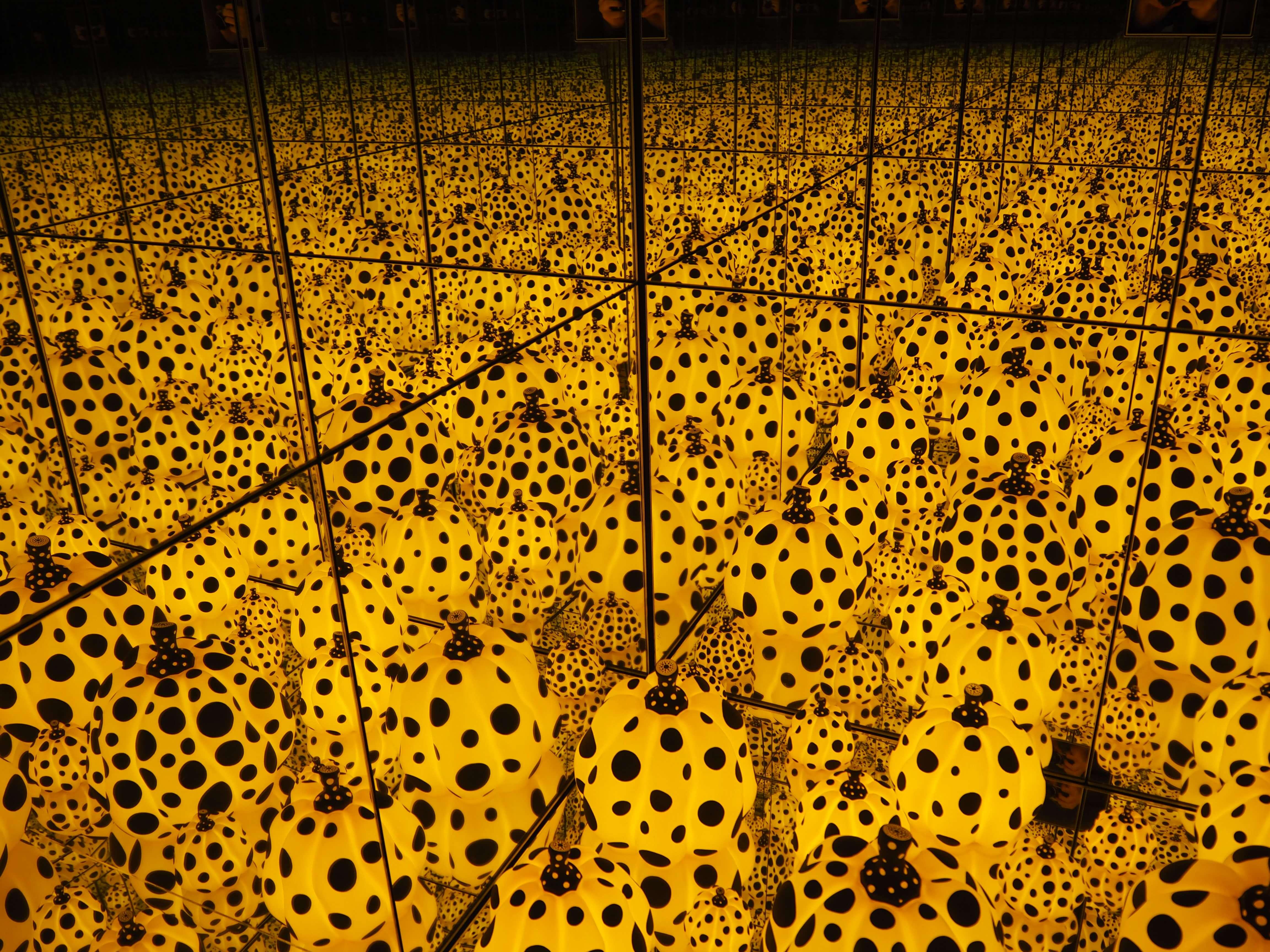 polka dot pumpkins yayoi kusama goma exhibition 2