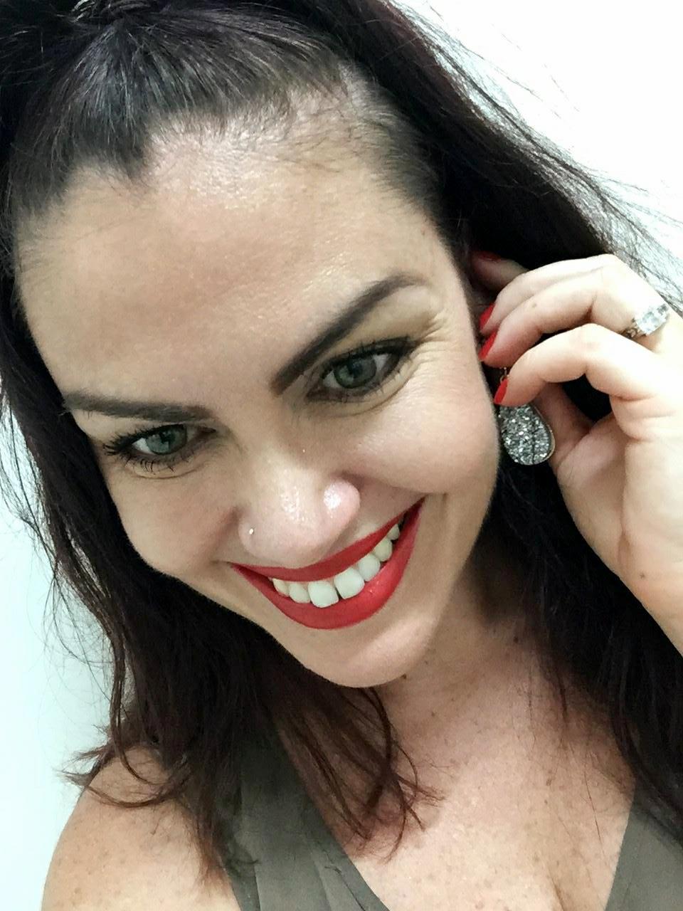 samantha clark smile white teeth arbonne lipstick red