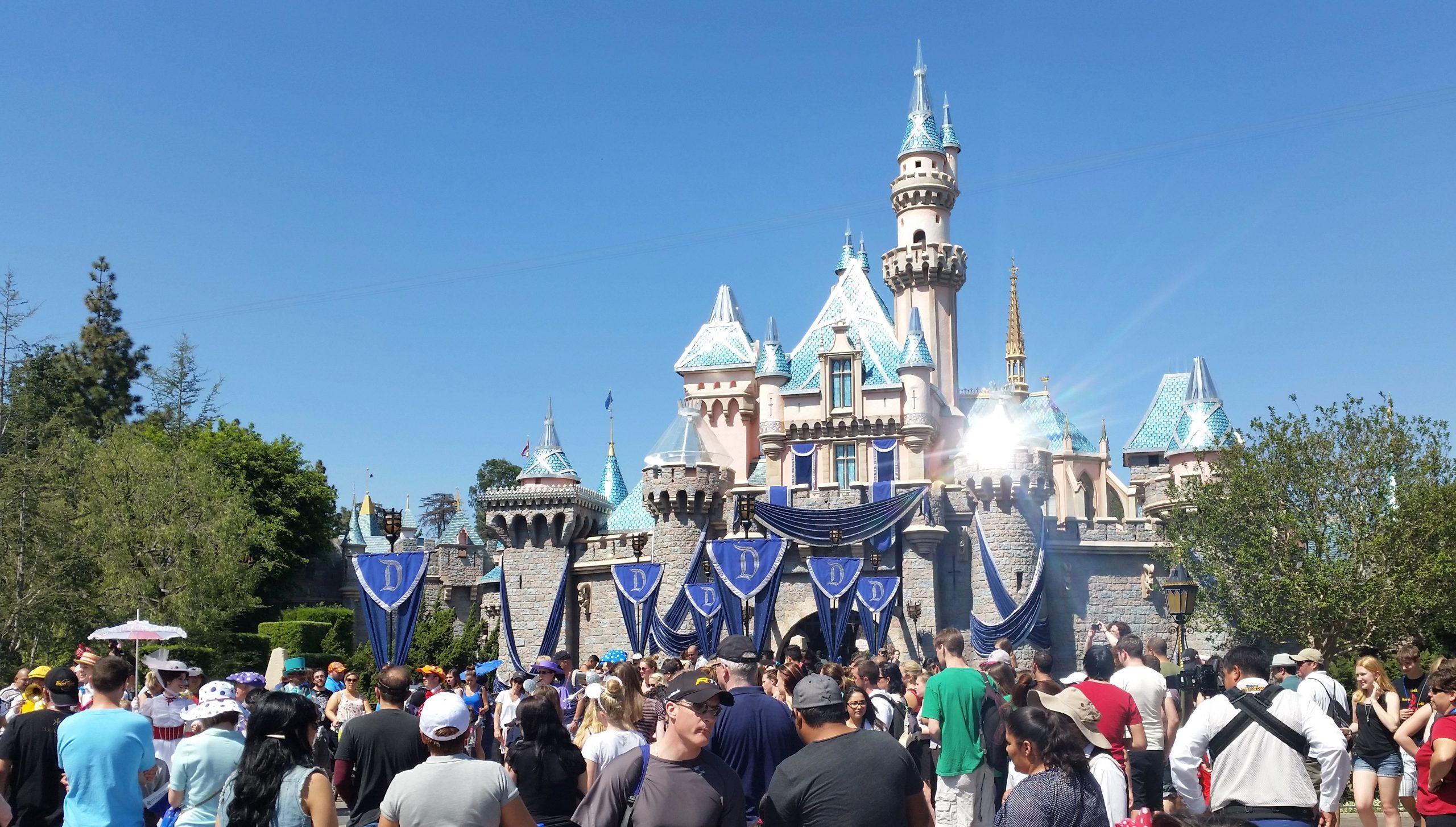 vacation things to do amusement park theme disneyland castle fun travel blog